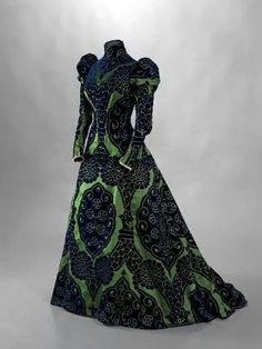 Worth tea gown 1895