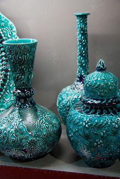 Turkish ceramics- Turquoise, Aqua & sea glass blue Z Shades Of Turquoise, Teal Blue, Shades Of Blue, Ceramic Pottery, Ceramic Art, Vert Turquoise, Bleu Pastel, Color Turquesa, Boho Home