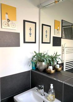 Gästebad mit moderner Deko und stylischer Gallery-Wall. Wir zeigen dir, wie du dein Gäste-WC verschönern kannst!