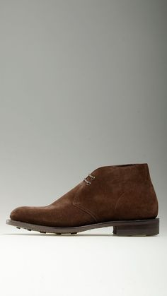 Brown beaver suede lace-ups desert boots featuring metallic eyelets with rounded facing, 0.9'' heeled, dainite rubber sole, Goodyear construction, liningless, regular fit, 100% beaver leather.