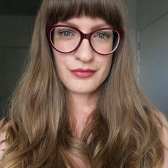 Grey Nicole Farhi glasses (Tips for ocular rosacea.) Girls in glasses, spectacles inspiration. Rosacea Makeup, Ocular Rosacea, Beauty Hacks Skincare, Healthy Skin Tips, Sleek Hairstyles, Girls With Glasses, Acne Skin, Nicole Farhi, Girls Eyes