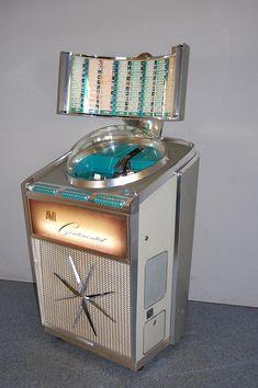 danismm: AMI Continental Jukebox per 7 45 rpm records songs) 1961 Mid Century Modern Decor, Mid Century Art, Mid Century Design, Vintage Music, Retro Vintage, Vintage Stuff, Jukebox, Einarmiger Bandit, Atomic Decor