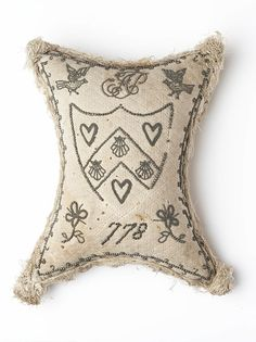 Pinstuck Layette Pincushion Williamsburg has a kit from Exemplary using French knots (two colors of grey) forming the look of the pin head. Sewing Tools, Sewing Notions, Sewing Projects, Sewing Kits, Vintage Sewing, Vintage Items, Gifts For Pregnant Women, Embroidery Tools, Antique Quilts