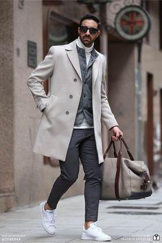 Erfahre welche Teile dazu passen! Smart Casual Herren Outfit. Modernes Business Casual Outfit mit Anzug- oder Stoffhose, Rollkragenpullover, Weste, Wollmantel und Sneaker. Smarter Look für den Herbst und Winter. Erfahre welche Teile dazu passen! Outfits für Männer mit passenden Teilen bei Favorite Styles. #favoritestyles #mode #fashion #outfit #männer #herren #style #stil #männermode #herrenmode #mensoutfit #mensfashion #ideen #inspiration #casual #smart #business #arbeit #elegant