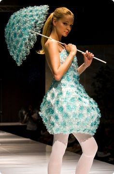 Look Spectacular in Unusual Dresses - Uncinetto Fashion Week, World Of Fashion, Diy Fashion, Fashion Show, Fashion Outfits, Fashion Design, Recycled Costumes, Recycled Dress, Fairy Costume For Girl
