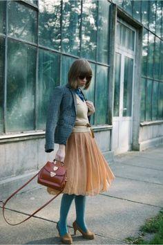 ジャケットと同じカラーを合わせて小物でアクセントをつけて☆タイツコーデのおしゃれ着こなし☆スタイル・ファッションの参考に♪