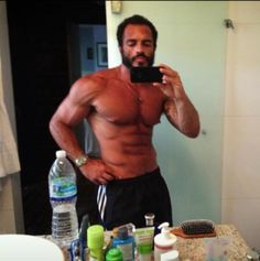 Oswaldo Ferreir in a mirror selfie