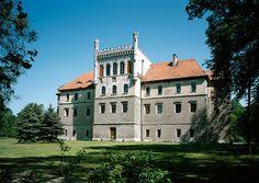 Zespół pałacowo-parkowy w Książu Wielkim, niedaleko Miechowa, to jeden z najpiękniejszych zabytków architektury polskiej XVI w. Powstał dla rodu Myszkowskich