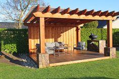 7 TIPS: Få endnu mere ud af din terrasse Pergola Patio, Backyard, Roof Structure, Diy Fire Pit, Simple Colors, Home Projects, New Homes, Cottage, Exterior