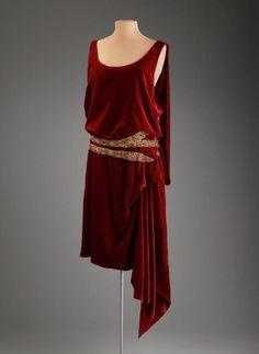 Evening dress, Thurn 1920-25 - USA: New York Silk velvet (dress); silk crêpe (slip). From Marjorie Merriweather Post.