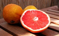 is a high fat, high protein fad diet that is based on 'grapefruit' and promises very quick weight loss. It goes back to and has no connection with the well-known Mayo Clinic based in Rochester, USA. Mayo Clinic Grapefruit Diet, Grapefruit Juice Benefits, How To Eat Grapefruit, Grapefruit Essential Oil, Juicing Benefits, Healthy Fruits, Healthy Life, Healthy Food, Vitamin E