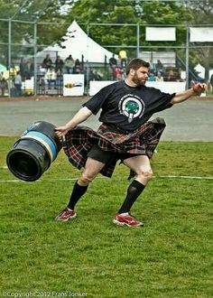 Scottish Highland Games, Irish Fest, Scottish Man, Men In Kilts, Komplette Outfits, Event Photography, Tartan Plaid, Bearded Men, Beautiful Men