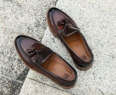 #fashionshoes #menshoes #officeshoes #shoes There is no need to worry about matching, as long as it is not particularly formal occasions, loafers can be held. Gentleman Shoes, Office Shoes, Cow Leather, Loafers Men, Color Change, Boat Shoes, Fashion Shoes, Formal, Handmade