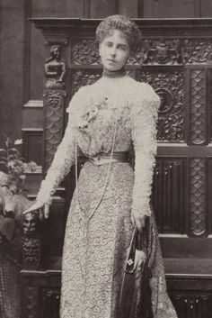 Fashion and Costume History – carolathhabsburg: Queen Marie of Romania when. Maud Of Wales, Romanian Royal Family, Victorian Women, Victorian Era, Edwardian Fashion, Lady And Gentlemen, Queen Victoria, Vintage Photos, Marie