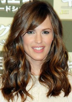30 Best Hairstyles for Big Foreheads | herinterest.com - Part 2American actress and film producer Jennifer Garner looks effortlessly beautiful with her long, side-parted locks. We love her bold side fringe and the sexy waves in her glossy chestnut-brown hair. A side-fringe is very flattering for a big forehead, as it conceals it whilst also redirecting attention to your eyes and lips.