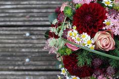 ... zur Hochzeit in bordeaux und creme, #Hochzeitsdeko, Herbsthochzeit