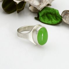 Green onyx ring, Solid silver oval ring. Green cocktail ring, Brushed satin silver ring. Unique stone ring Trendy Jewelry, Modern Jewelry, Boho Jewelry, Gemstone Jewelry, Jewelry Design, Oval Rings, Silver Rings, Etsy Handmade, Handmade Gifts
