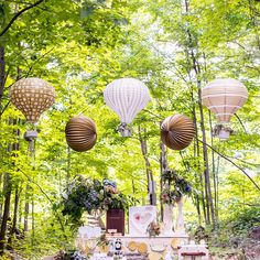 Hot Air Balloon Paper Lantern Set in Gold and White Vintage Gold