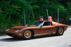 Classic Car News Pics And Videos From Around The World Lamborghini Miura, Sports Cars Lamborghini, Classic Sports Cars, Classic Cars, Best Muscle Cars, Classic Motors, Futuristic Cars, Maserati, Ferrari