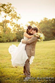 Apple Farm Chic Cedarwood Wedding | #CedarwoodWeddings #WeddingIdeas #CountryWeddings #WeddingPhotography