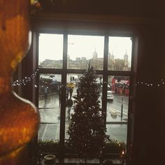 #xmas #beer #towerhill #niceview #three #Guinness #strongbow #typical #London #weather #rain #walk #noumbrella #pub #wetherspoons by catherinecovone