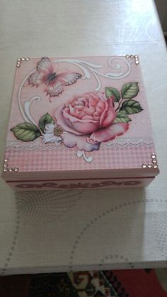 Decoupage Tutorial, Decoupage Box, Decoupage Vintage, Scrapbook Box, Diy And Crafts, Arts And Crafts, Tea Box, Pretty Box, Altered Boxes