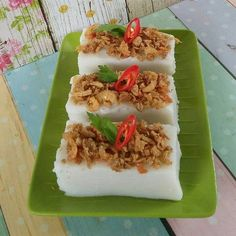 Indonesian Desserts, Asian Desserts, Indonesian Food, Asian Recipes, Ethnic Recipes, Turnip Cake, Asian Kitchen, Snack Box, Japanese Food