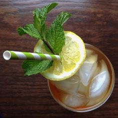 Mint-Infused Sparkling Sweet Tea with Lemon - Just 33 calories a glass! | The Lemon Bowl