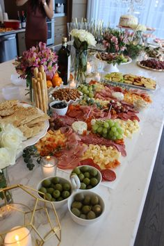 Simple and definitely sweethousewarming presents will be a pleasant improvement to whatever new home. Charcuterie Recipes, Charcuterie And Cheese Board, Appetizers For Party, Appetizer Recipes, Party Food Platters, Cocktail Party Food, Food Displays, Brunch Party, Aesthetic Food