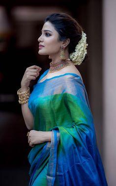 Aathmika latest HD pictures and Wallpapers - NatoAlpabet Indian Beauty Saree, Indian Sarees, Engagement Saree, Hot Girls, Saree Poses, Pattu Saree Blouse Designs, Wedding Saree Collection, Sari Dress, Stylish Sarees