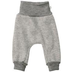 Pantalonii lejeri Disana sunt creați pentru bebeluși și copii astfel încât să poată explora mediul înconjurător.  Pantalonii sunt prevăzuți cu un brâu înalt și lejer în talie  care va păstra spatele și burtica copilului la căldură. Croiul mare lasă suficient spațiu pentru scutec și pentru straturile de dedesubt care conferă micului explorator libertate de miscare.  Lâna fiartă de  la Disana este creată pentru a fi călduroasă și rezistentă, dar în același timp moale.   Mărimi: 62/68-98/104. Tabu, Harem Pants, Sweatpants, Wool, Grey, Material, Products, Fashion, Wash Hair