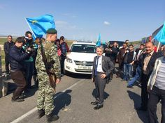 .@A_OMERKIRIMLI tweets pics from tense Crimea-Ukraine border today. Russia banned Crimea Tatar leader from entering pic.twitter.com/Ob57Isbmuh