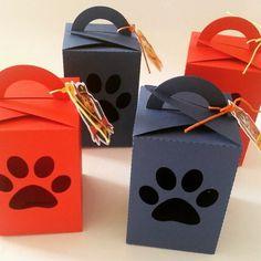 Kit festa personalizada contendo: - 5 caixas quadradas; - 5 porta bis duplo; - 5 caixas milk; - 5 cones; - 5 tubetes. Todos os itens vão sem recheio.