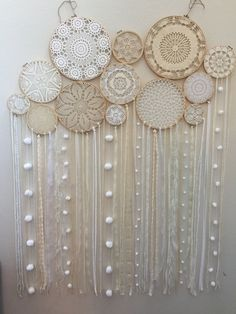 Lace Dream Catchers, Dream Catcher Boho, Fall Crafts, Diy And Crafts, Arts And Crafts, Doily Art, White Wall Clocks, Christmas Photo Booth, Macrame Wall Hanging Diy