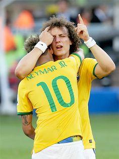 David Luiz e Neymar Brazil Football Team, Football Soccer, Hockey, Alex Sandro, Gabriel Jesus, Daniel Alves, Lucas Lima, Neymar Pic, Cool Hairstyles For Men