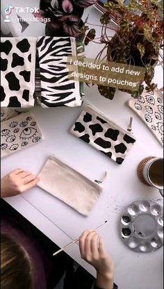 Diy Fashion Hacks, Sacs Design, Diy Tote Bag, Ideias Diy, Painted Clothes, Diy Crafts For Gifts, Diy Canvas Art, Fashion Sewing, Fabric Painting