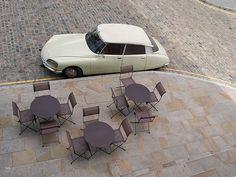 DS, tables, chaises, pavés, dalles