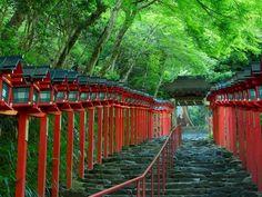 雪降る季節よりも美しい!京都「貴船神社」の新緑の道に心癒される | RETRIP[リトリップ]