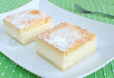 """Romanian Magic cake """"Prajitura desteapta"""" sau prajitura inteligenta se numeste in acest fel pentru ca punem la cuptor o compozitie lichida, iar cand este gata."""