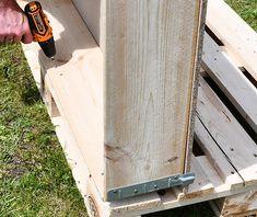 Palettenhochbeet selber bauen Rahmen verschrauben Pallet Garden Ideas Diy, Pallets Garden, Pallet Ideas, Le Baobab, Old Pallets, Illustrations, Diy Crafts, Cool Stuff, Wood