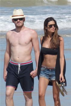 Sara Carbonero & Iker Casillas. Beach style
