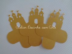 Forminha Castelo <br> <br>Feitas especialmente para deixar sua festa ainda mais linda! <br>Produzida em papel próprio para scrapbook - 120gramas com detalhe de castelo. <br>As cores podem ser alteradas. <br>Valor referente a uma unidade.