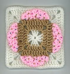 ~ Dly's Hooks and Yarns ~: ~ cupcakes square ~