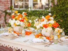 Citrus Alfresco Easter Brunch - 15 Easy Tablescapes for Easter on HGTV Table Orange, Orange Orange, Orange Crush, Blood Orange, Brunch Mesa, Easter Table Settings, Mothers Day Brunch, Deco Floral, Deco Table