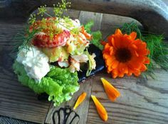 Uotilan rapusalaatti sopii loistavasti perunalimpun kera! Sushi, Ethnic Recipes, Food, Eten, Meals, Sushi Rolls, Diet