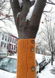 Love this Yarn Bombing Wool Yarn, Knitting Yarn, Knitting Stitches, Form Crochet, Crochet Art, Urbane Kunst, Knit Art, Yarn Bombing, Yarn Crafts