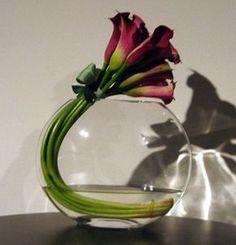 Tolle Blumendeko Idee mal ganz anders. Noch mehr Ideen gibt es auf www.Spaaz.de