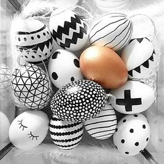 Easter eggs black and white DIY