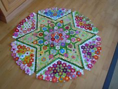 """Alles Hexagons - der Anfang """"All hexagon - the beginning"""".  This is so beautiful!"""