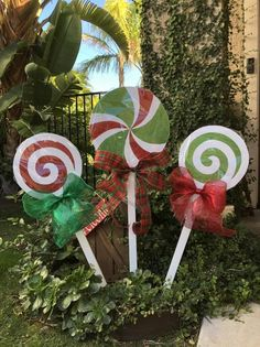 Christmas Lollipops yard decorations – The Best DIY Outdoor Christmas Decor Grinch Decorations, Outside Christmas Decorations, Decorating With Christmas Lights, Lollipop Decorations, Christmas Lights Outside, Diy Christmas Lights, Decoracion Navidad Diy, Christmas Wood, Etsy Christmas